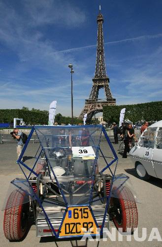 巴黎埃菲尔铁塔脚下